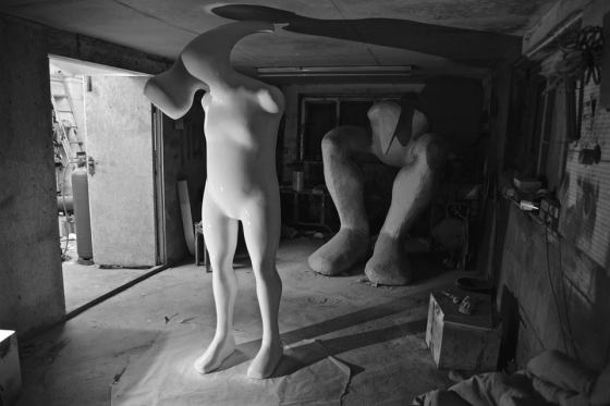 black-and-white-sculptures-2